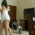 Zorreando a un empleado del hotel